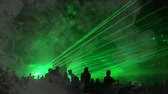 陶酔 : Cinemagraph - green laser rays and fog at a party. Psychedelic effect 動画素材
