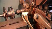 kroucení : The movement of the drive shaft and a lathe for the production of watches