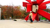 Чикаго : Belgium, November 24, 2017, Brussels, a woman is photographed at a mirror sculpture of red color