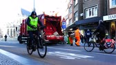 likvidace : Belgium, 22 November 2017, Leuven, cleaners in a special form collect garbage from city streets