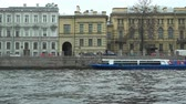 âncora : Russia, May 2, 2018 Petersburg motor ship moored to the city waterfront