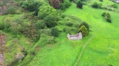 irlandês : Aerial view of Raheen-a-Cluig medieval church in Bray, County Wicklow, Ireland