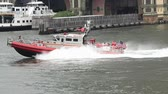 New York City, USA - July 15, 2015: Fire department of New York FDNY Rescue boat on East River Stok Video