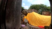 reclináveis : Old Buddha statue in Ayutthaya Historical Park Thailand