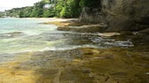 промывали : Scenery of coastline at Ao Yon Beach, Waves washed up on the rocks, Phuket, Thailand.