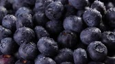 ビルベリー : Heap of fresh blueberries rotating. Closeup macro shot. Fresh berry series.
