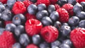 framboesa : Heap of fresh blueberries and raspberries. Follow focus. Closeup macro shot. Fresh berry series. 4k.
