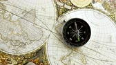 orientace : Disorientated spinning compass against map background close up footage Dostupné videozáznamy