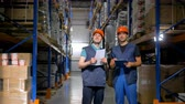 distribuidor : Two warehouse workers meet at a warehouse corridor.