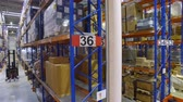 отправка : Forklift trucks goes between warehouse shelves in a modern storehouse with many racks, shelves.