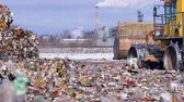 aterro : Enviromet pollution concept. Landfill tractor drives away near piles of trash.