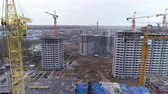 незаконченный : A modern construction site for a residential building block.