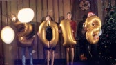 quatro pessoas : New Year party with revealed 2018 number balloons.