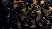 detalhado : Many golden bitcoins lie under the dim light. Vídeos