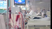 подопечный : Elderly patient lying on a bed in a hospital ward. Modern medical treatment concept.
