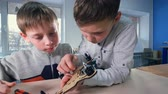 çekiç : Two boys are finishing their wooden drone model