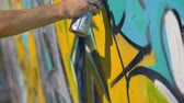 çekmek : Artists right hand is painting a yellow letter on the wall, view from the right close up. Stok Video