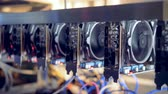 mikroişlemci : Multiple graphic processing units working in a mining rig