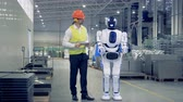 espaçoso : Human-like cyborg is getting switched on and set up by a male factory worker Vídeos