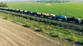 parte superior do tanque : Lots of tank wagons with oil, gas, fuel on a railway, top view. Stock Footage
