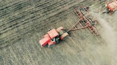 sow : A machine drives on a farm field, top view. Stock Footage