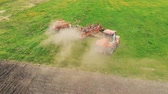 моторизованный : Aerial shot of a farmer in tractor seeding. Sowing agricultural crops at field. Стоковые видеозаписи