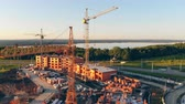 тележка : Aerial view of a construction site, building site, project site. 4K. Стоковые видеозаписи