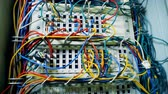 fiação : Servers of a data center connected with wires