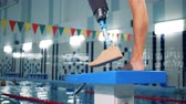 avançado : Close up of a male healthy leg and a prosthetic one in the swimming pool