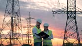 fiação : Sunset landscape with ETL and two technicians engineers working on renewable energy development Vídeos