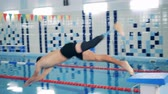 pływak : Disabled swimmer jumping into a pool, close up. Wideo