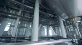 espaçoso : Massive brewery facility with steel reservoirs and pipelines
