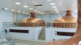 массивный : Massive kettles in the beer-producing factory