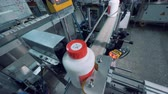 üreten : Plastic bottles with chemicals are getting polished by a machine