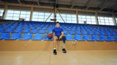 inválido : Basketball player with a bionic leg prosthesis, disabled sportsman. Vídeos