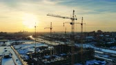 blok mieszkalny : Multistory building is being constructed by cranes