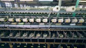 katoenplant : Textile factory unit with white threads getting wound