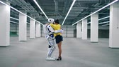 espaçoso : Human-like robot and a lady are embracing