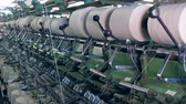 ткачество : Textile factory machines work with spinning bobbins in rows. Industrial textile factory.