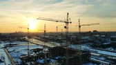 construcción de carreteras : Snowy urban landscape with cranes in the building lot
