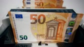 valores : Mechanical device is counting euro banknotes