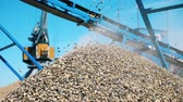 pedreira : A pile of crushed stone near a crushing machine. Industrial mining concept. Vídeos