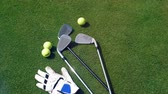 prática : Golfing equipment lying on a golf course. Stock Footage