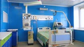 ziekenhuis bed : Equipped medical ward in a hospital. Stockvideo