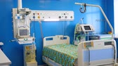 yoğun : Hospital ward with modern medical equipment. Stok Video