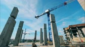 cantaria : Fast motion of the crane moving at the building site with people Vídeos