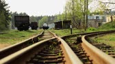 депо : The fork of the railway tracks. The road is divided. Стоковые видеозаписи