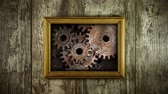 affolé : Old memory mechanism. Gears work like a clock