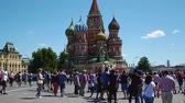 konkurenční : MOSCOW, RUSSIA - JULY 2, 2018: tourists and soccer fans walk around Red Square during the 21st FIFA World Cup Dostupné videozáznamy