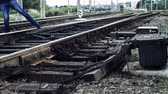 předpis : man fools with railroad switch and risks his life on the railway, life threatening Dostupné videozáznamy